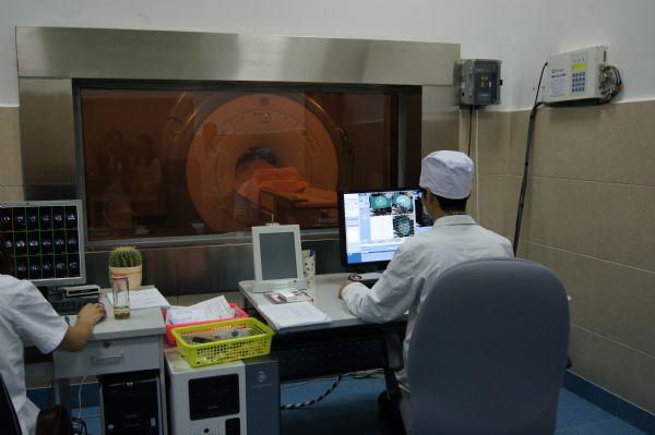"""滇西县级医院首台1.5T超导型磁共振在我院""""安家落户"""""""